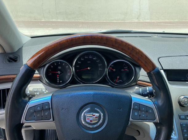 Used 2011 Cadillac CTS for sale in dubai
