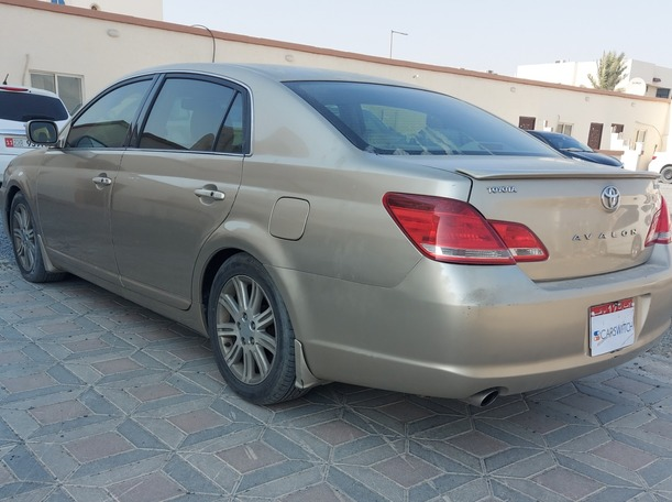 Used 2006 Toyota Avalon for sale in abudhabi