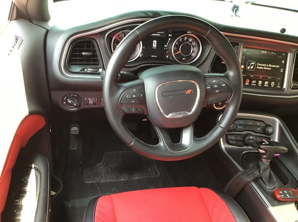 Used 2015 Dodge Challenger for sale in abudhabi
