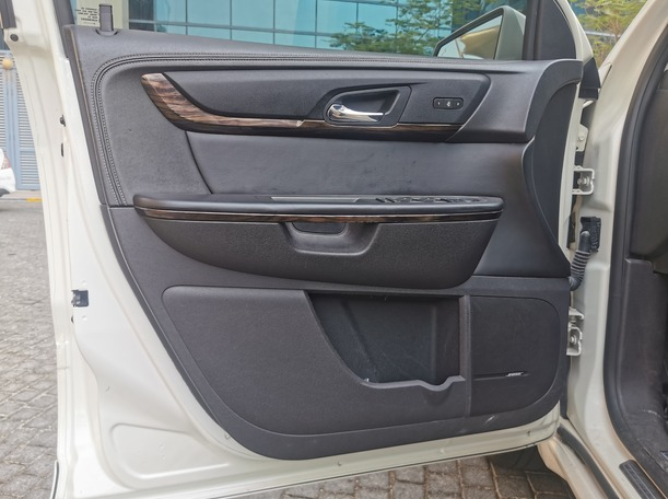 Used 2014 GMC Acadia for sale in abudhabi
