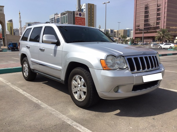 Used 2010 Jeep Grand Cherokee for sale in abudhabi
