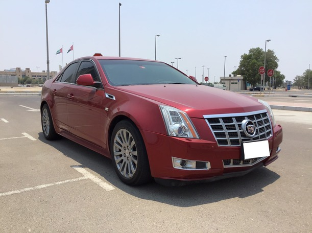 Used 2013 Cadillac CTS for sale in abudhabi