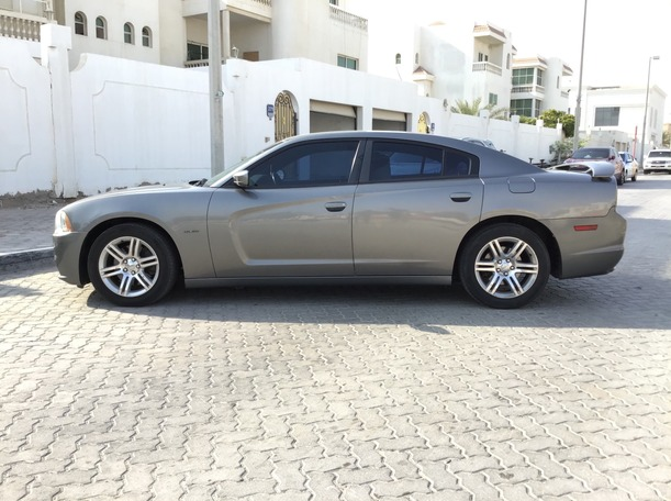 Used 2011 Dodge Charger for sale in abudhabi