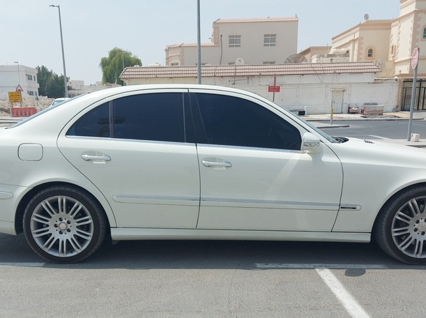 Used 2009 Mercedes E230 for sale in abudhabi