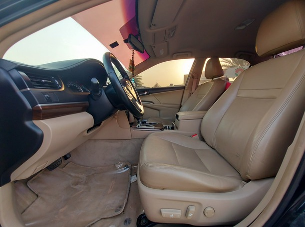 Used 2013 Toyota Camry for sale in sharjah