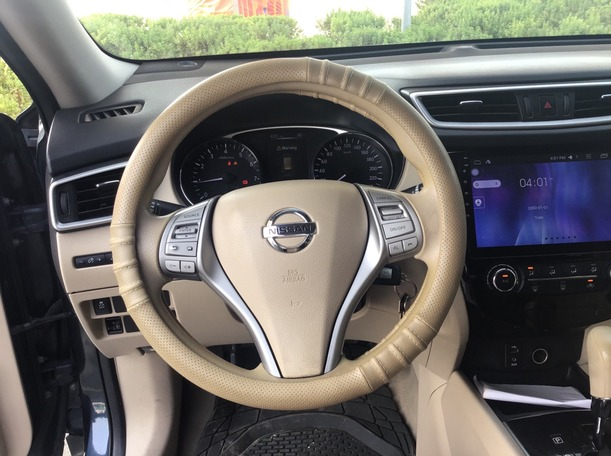 Used 2015 Nissan X-Trail for sale in dubai