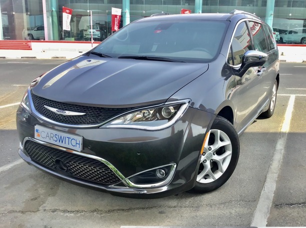 Used 2020 Chrysler Pacifica for sale in dubai
