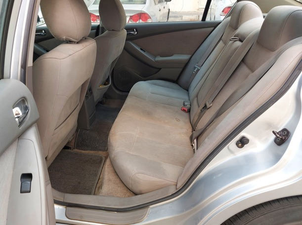 Used 2010 Nissan Altima for sale in abudhabi