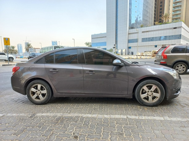 Used 2012 Chevrolet Cruze for sale in sharjah