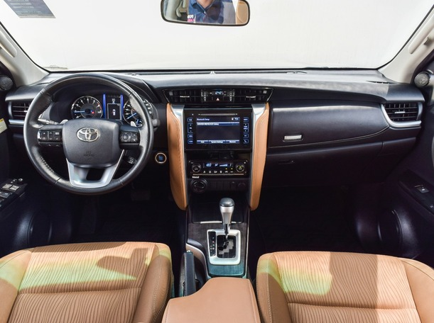 Used 2018 Toyota Fortuner for sale in dubai
