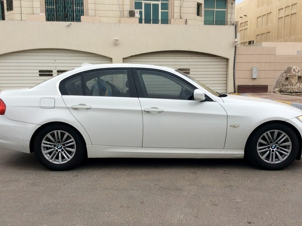 Used 2010 BMW 323 for sale in abudhabi