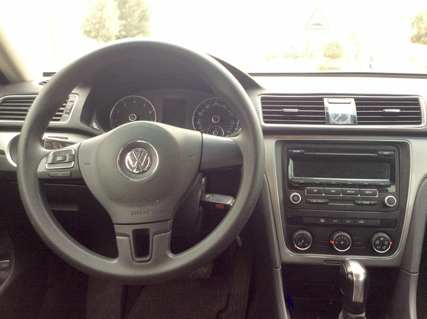 Used 2013 volkswagen Passat for sale in dubai