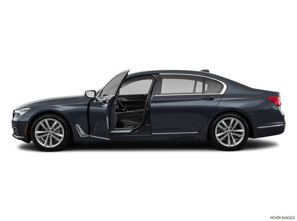 New 2018 BMW 740 for sale in dubai